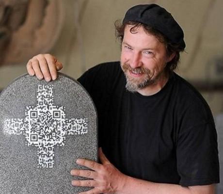 erster Grabstein mit QR-Code in Deutschland